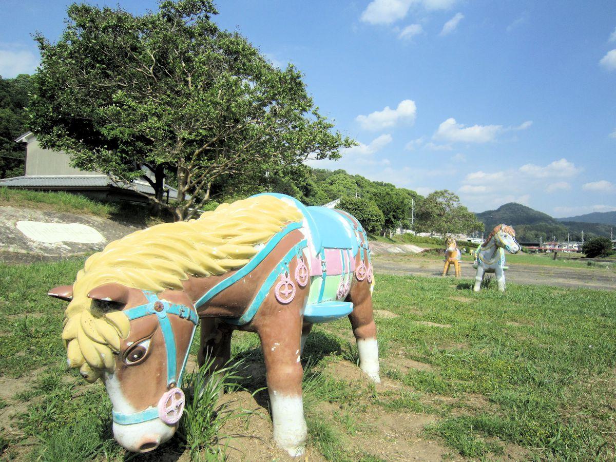 金屋河川敷公園の錺馬