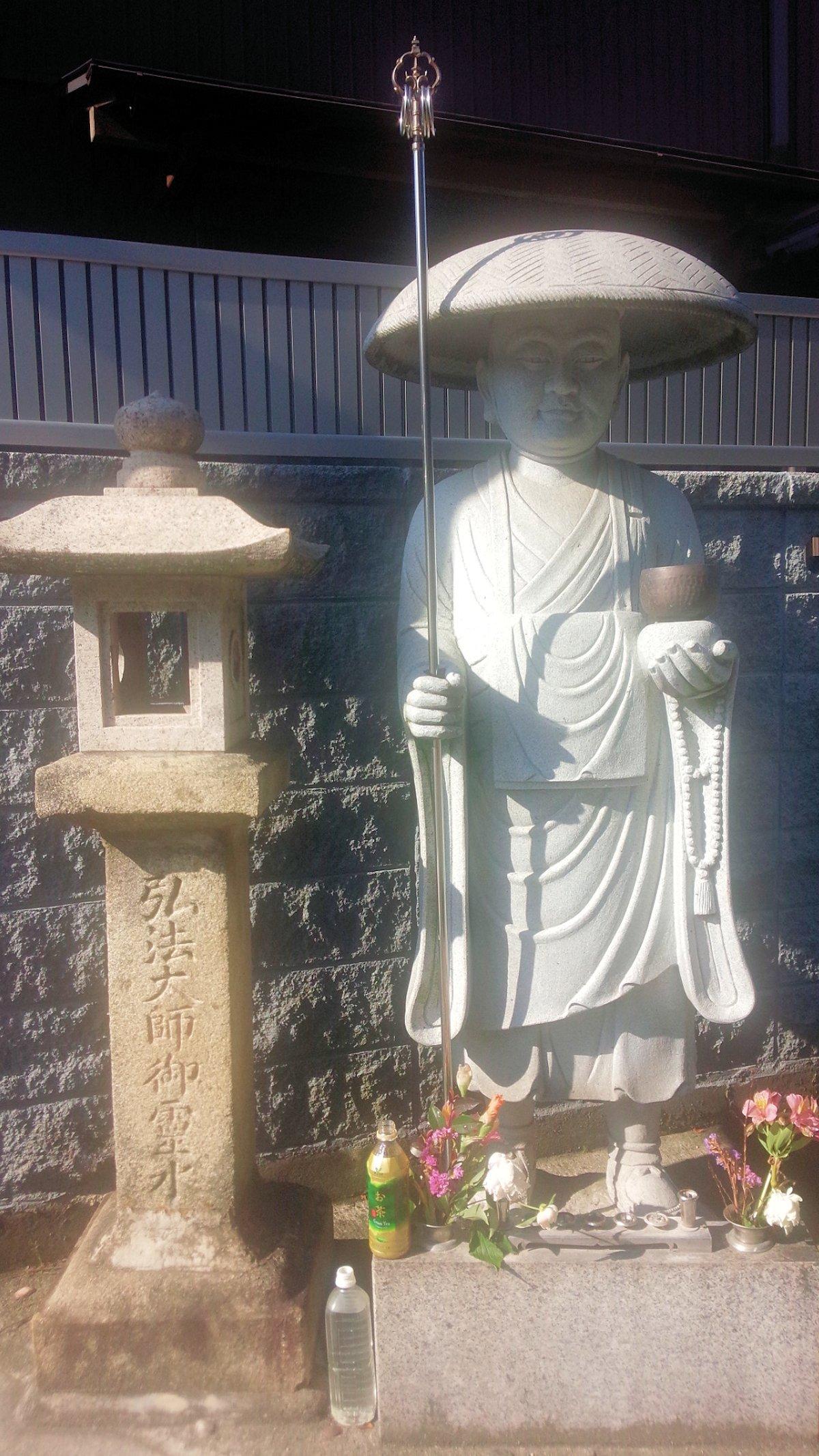 桜井市粟殿の弘法大師像