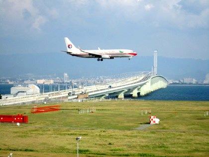 離着陸する飛行機