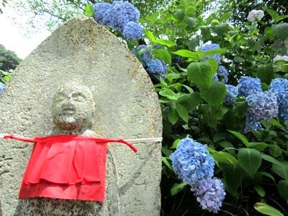 地蔵石仏と紫陽花