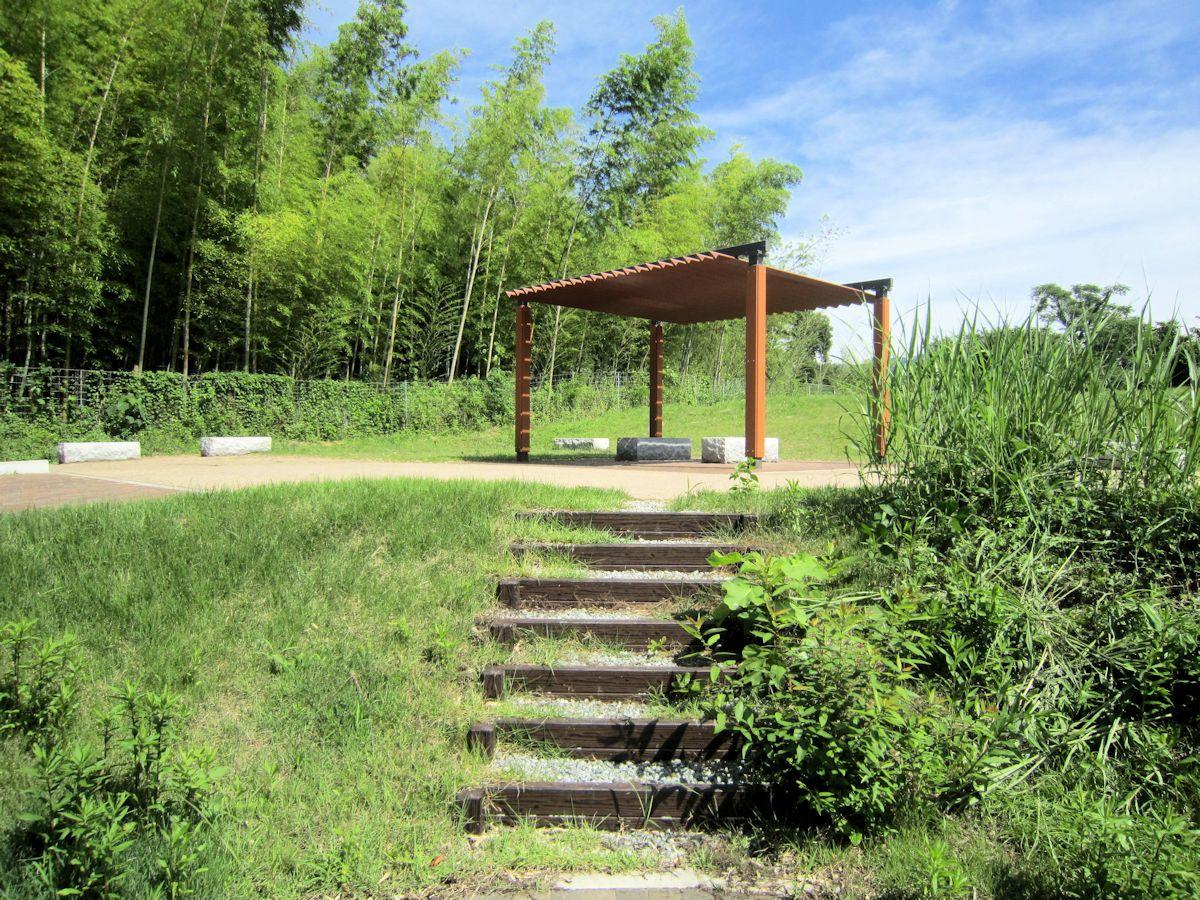 農村周遊自転車ルートの休憩施設