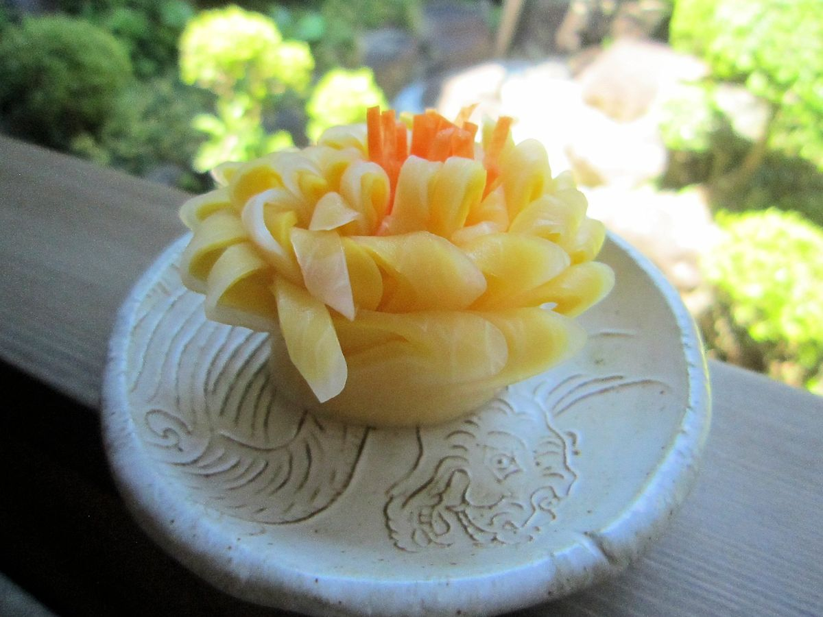 コリンキーと大根の菊花飾り