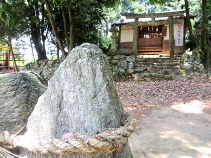 歯定神社の磐座