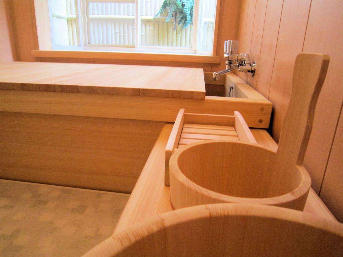 湯桶と檜風呂浴槽