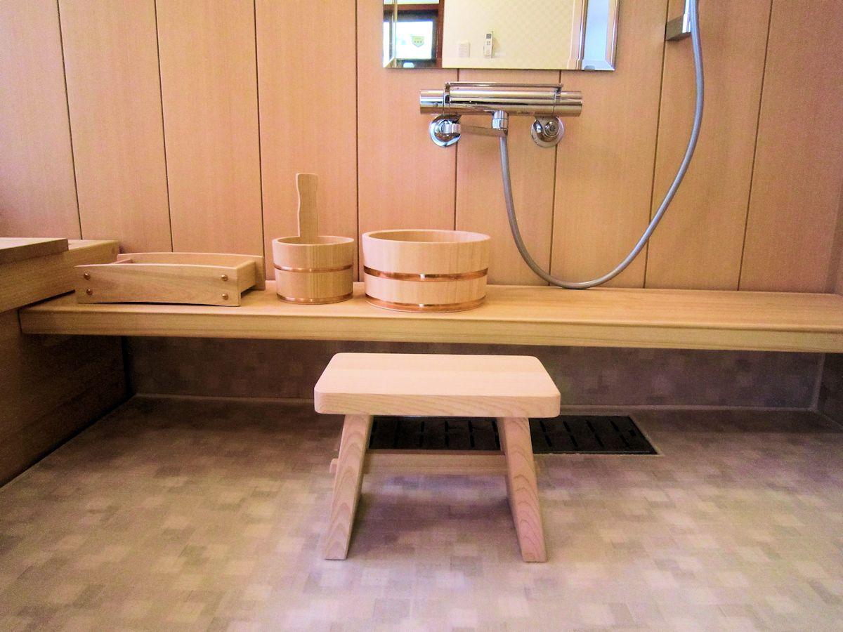 桧風呂の洗い場カウンター