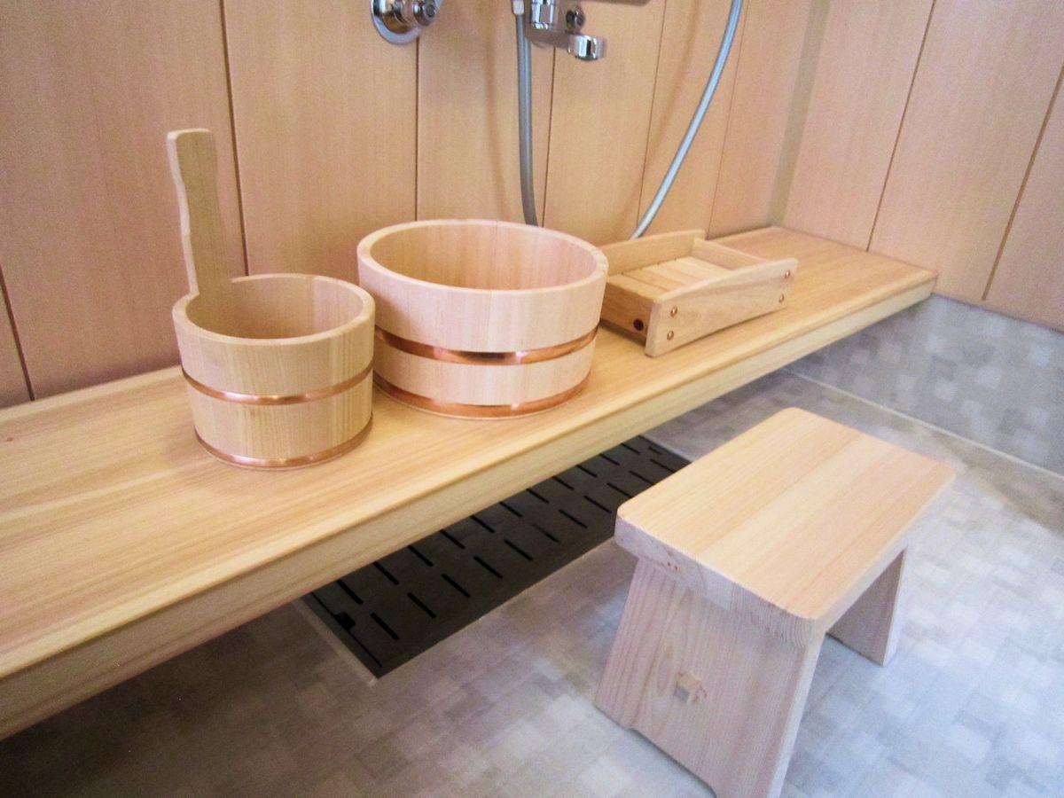 洗い場の檜一枚板