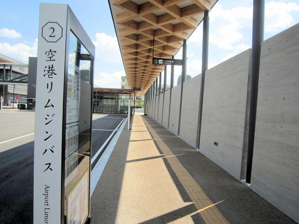 奈良県コンベンションセンターのバスターミナル