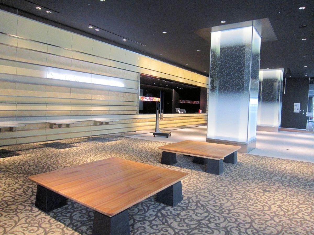 奈良県コンベンションセンターのエントランスホール