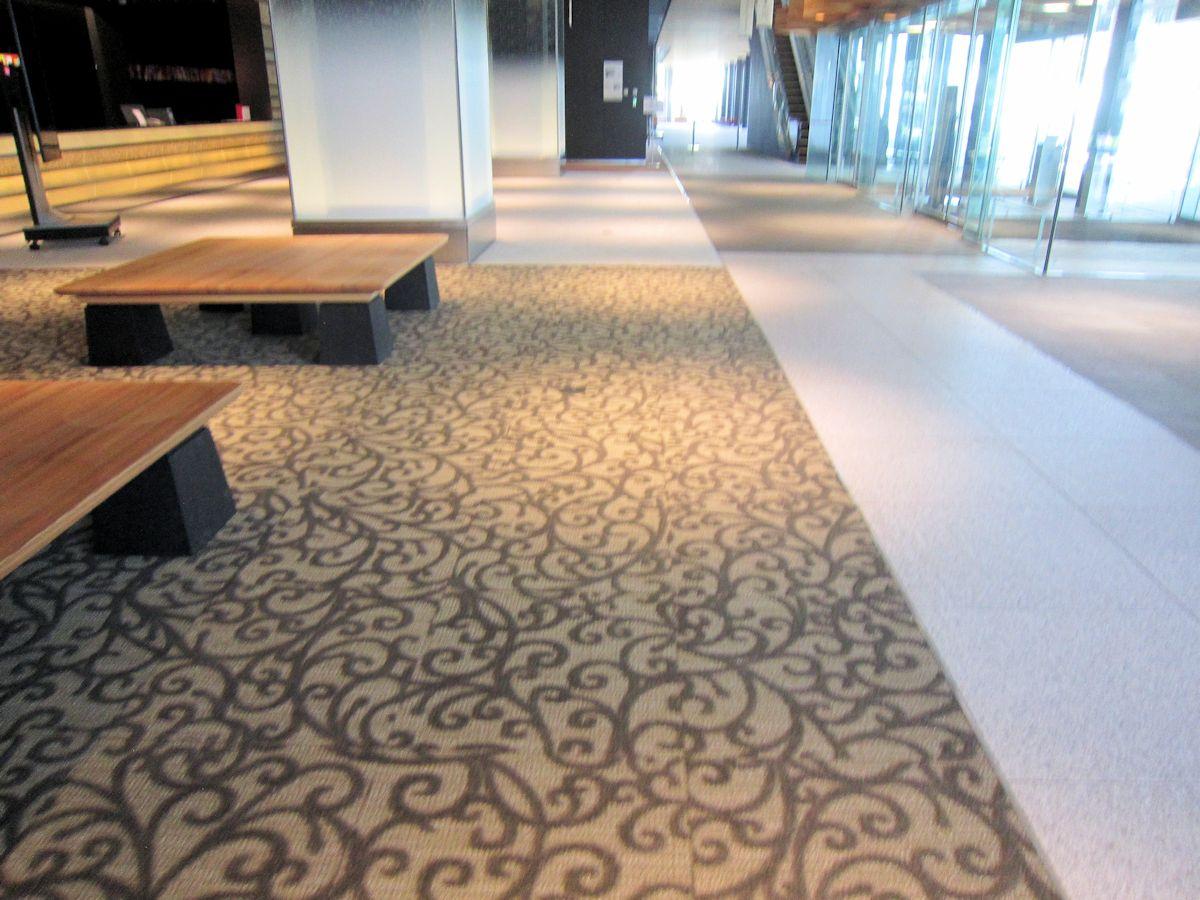 唐草文様の絨毯