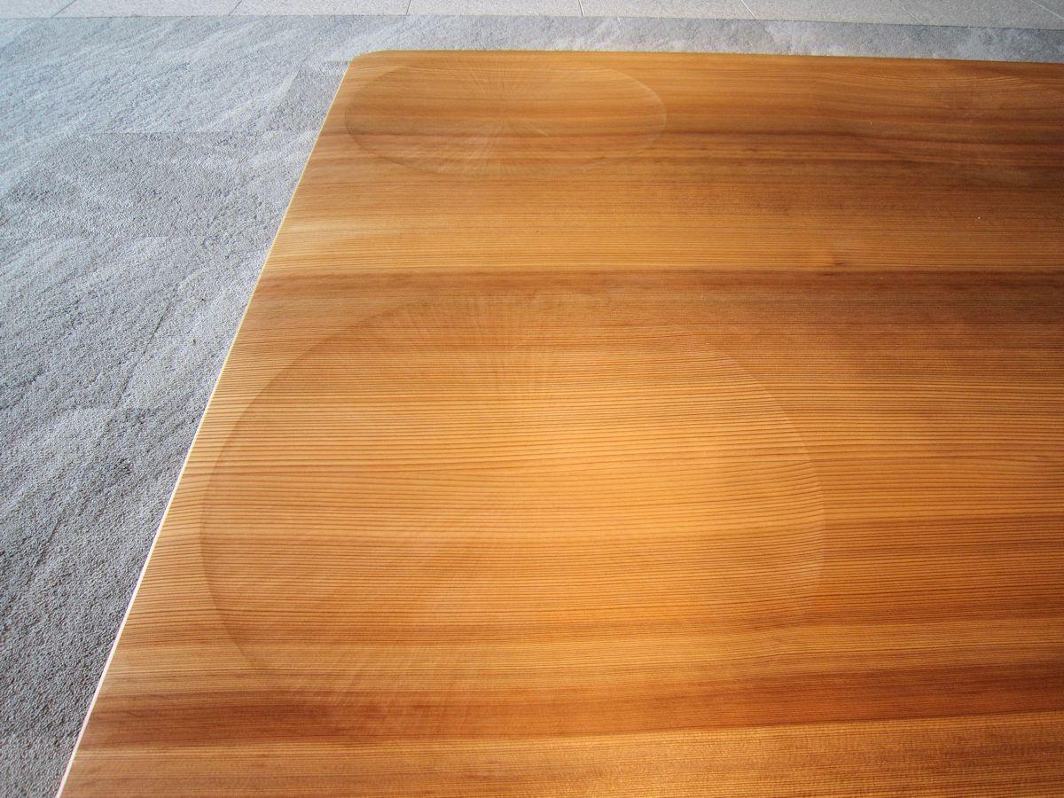 奈良県コンベンションセンターの木製ベンチ