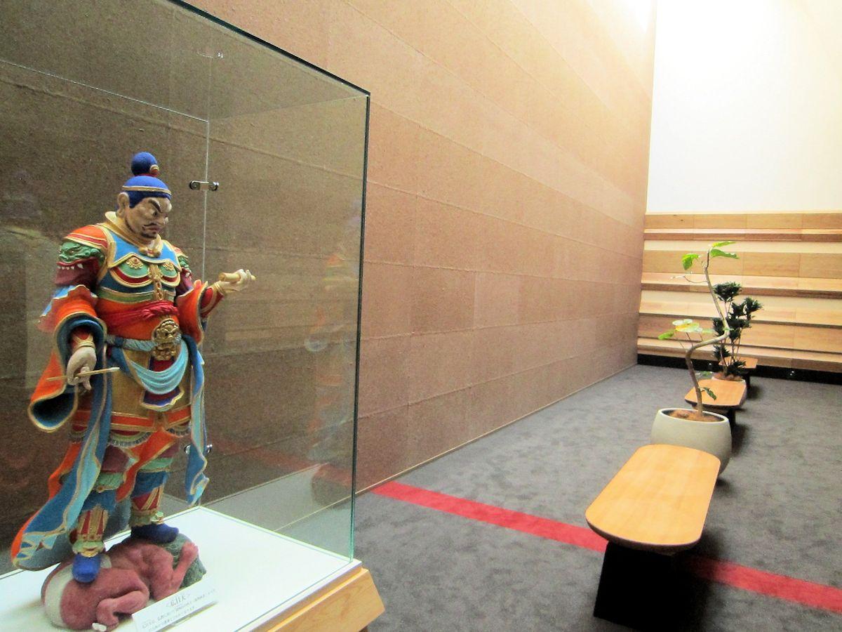 奈良県コンベンションセンターの四天王像
