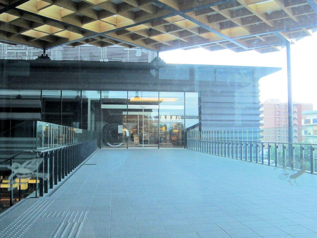 奈良県コンベンションセンターの連絡通路