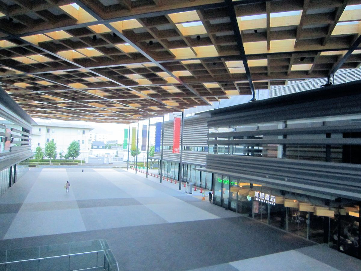 奈良県コンベンションセンターの天平広場