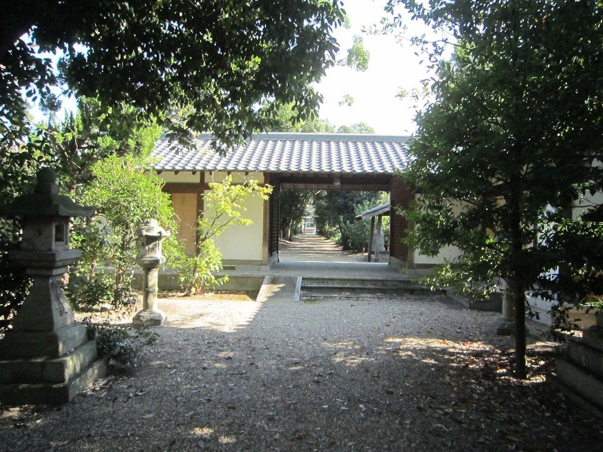 辰市神社拝殿