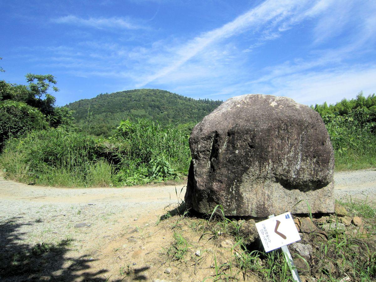 三輪山と万葉歌碑