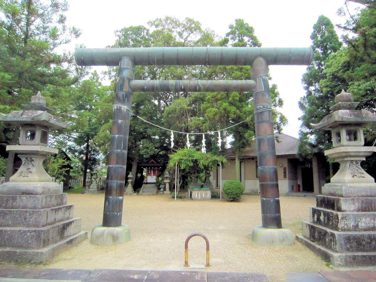 楢神社の銅鳥居