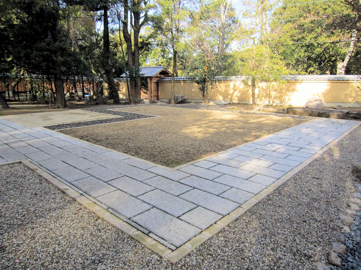 瑜伽山園地の石畳