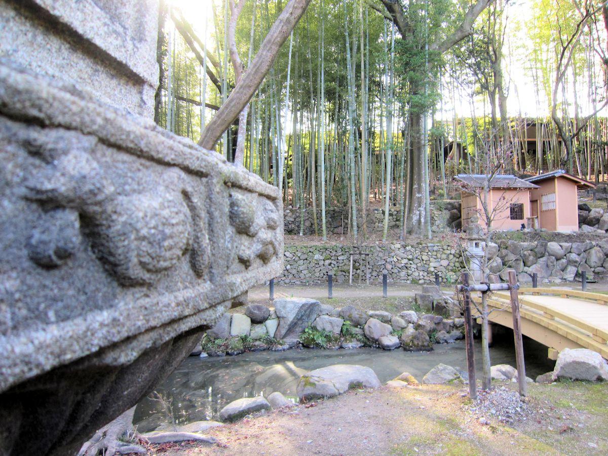 瑜伽山園地の石燈籠