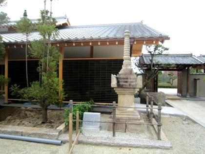 額安寺の宝篋印塔