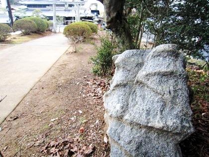 不思議な石造物