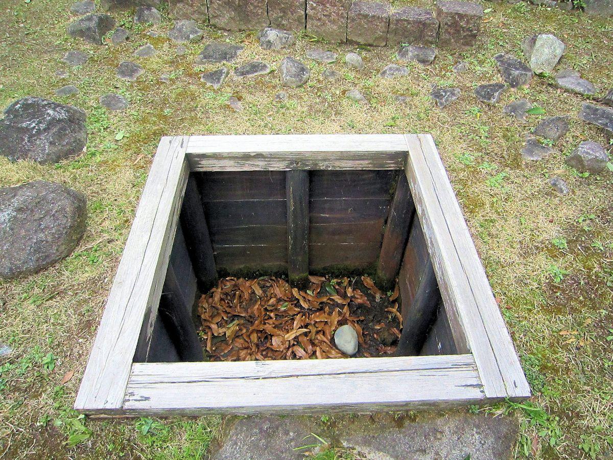 万葉文化館の石敷井戸跡