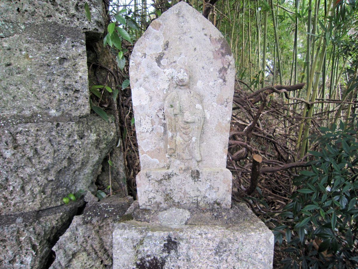 新野稲荷神社の地蔵石仏