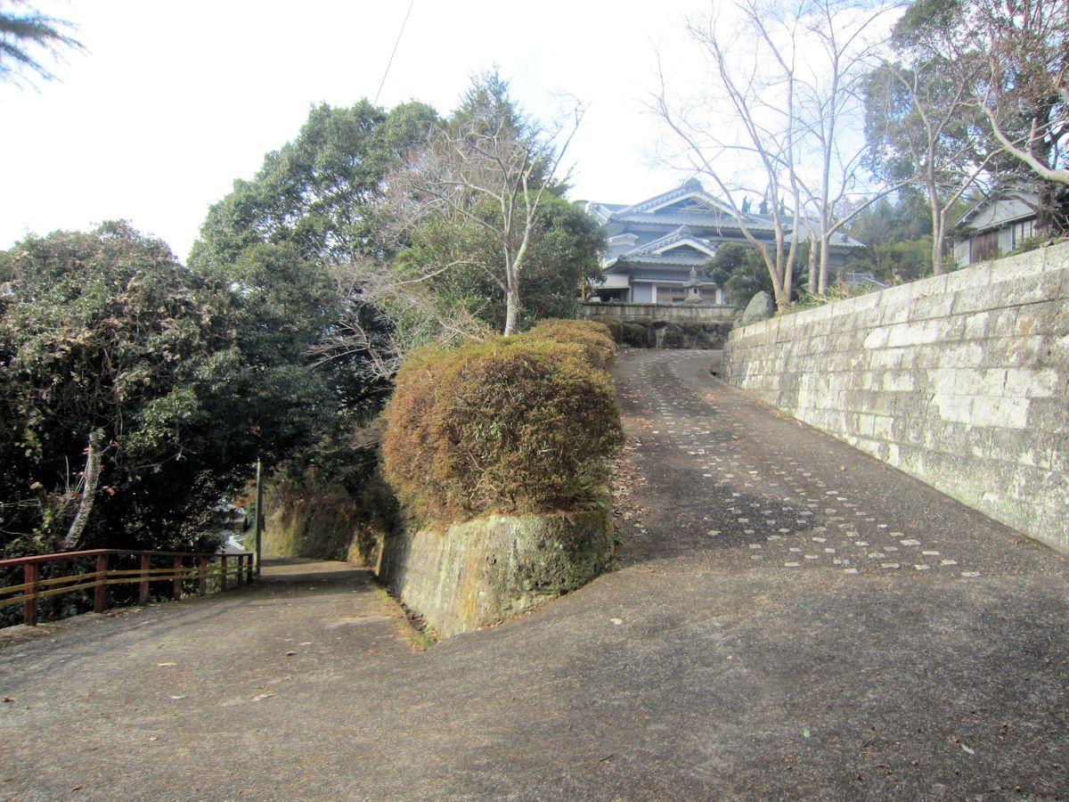 新野稲荷神社のヘアピンカーブ