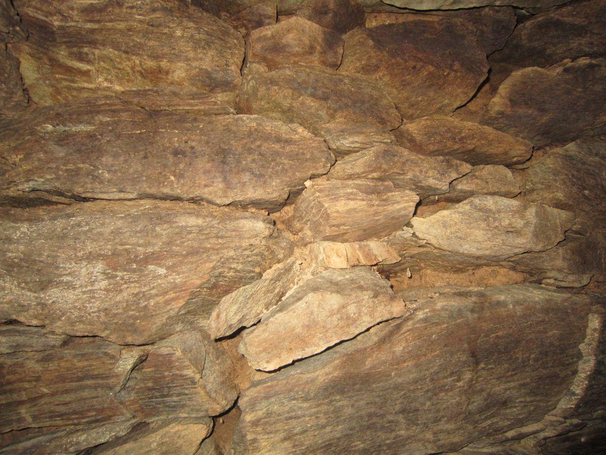緑泥片岩の石室