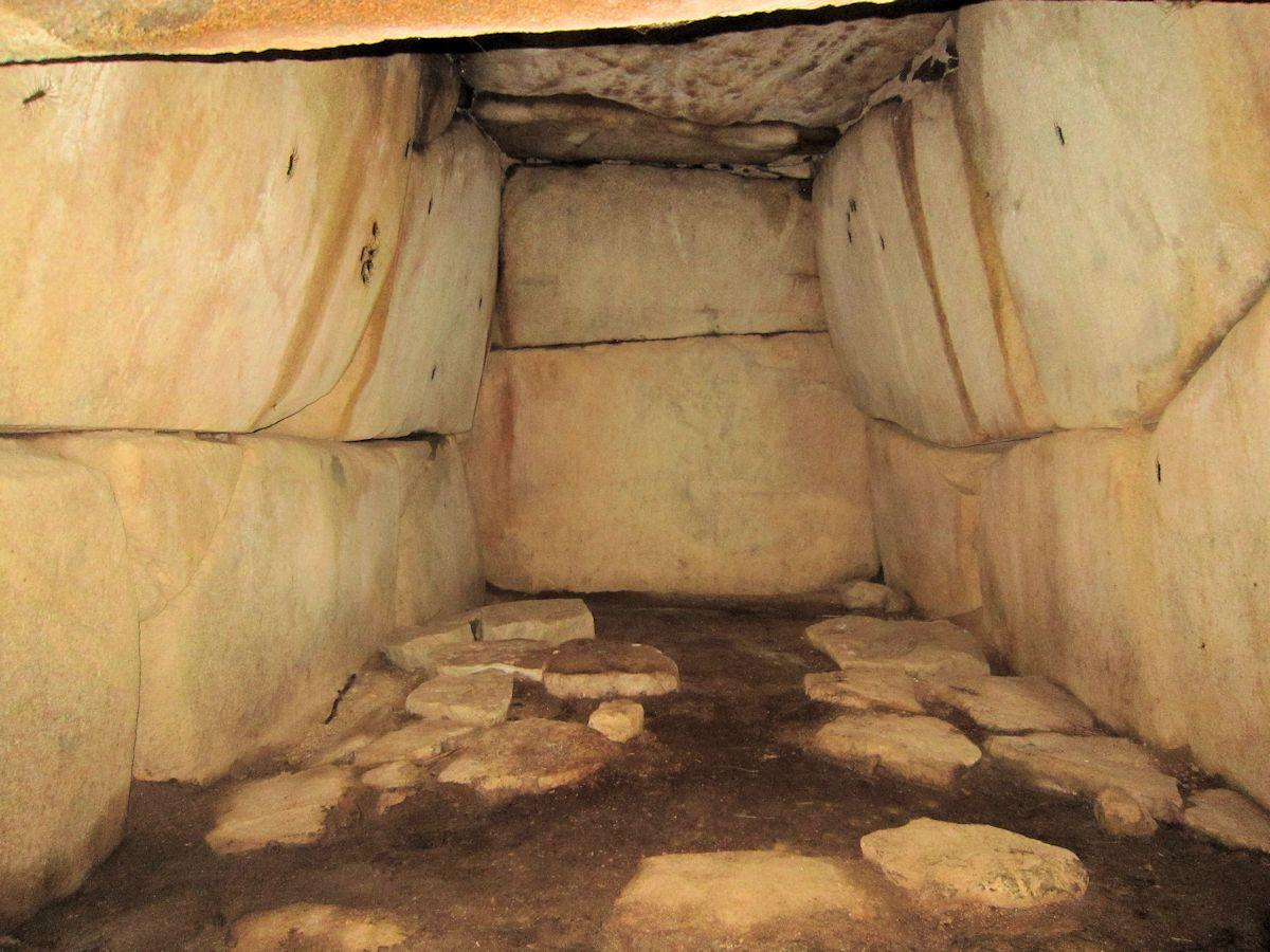 ムネサカ1号墳の玄室