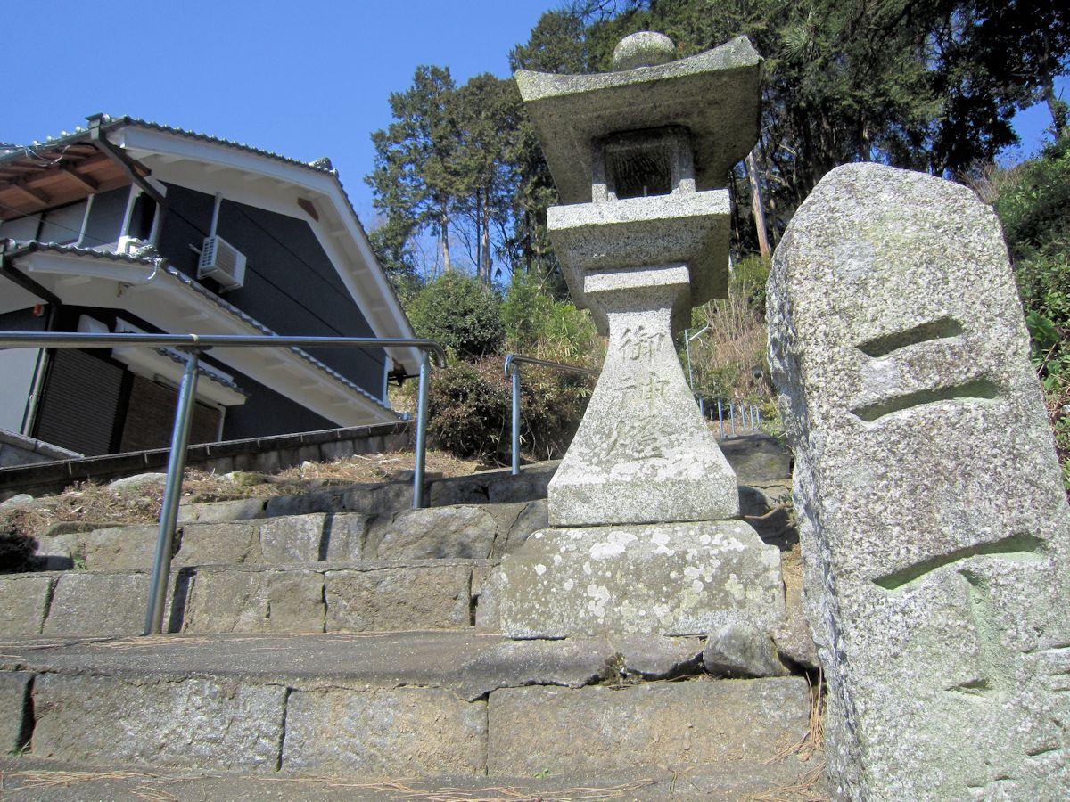 治田神社の石燈籠