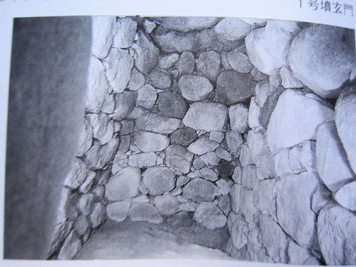 カタハラ1号墳の奥壁