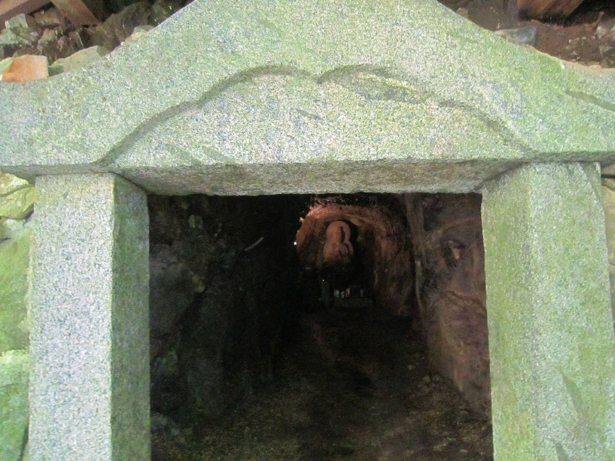 岡寺奥の院「弥勒の窟」