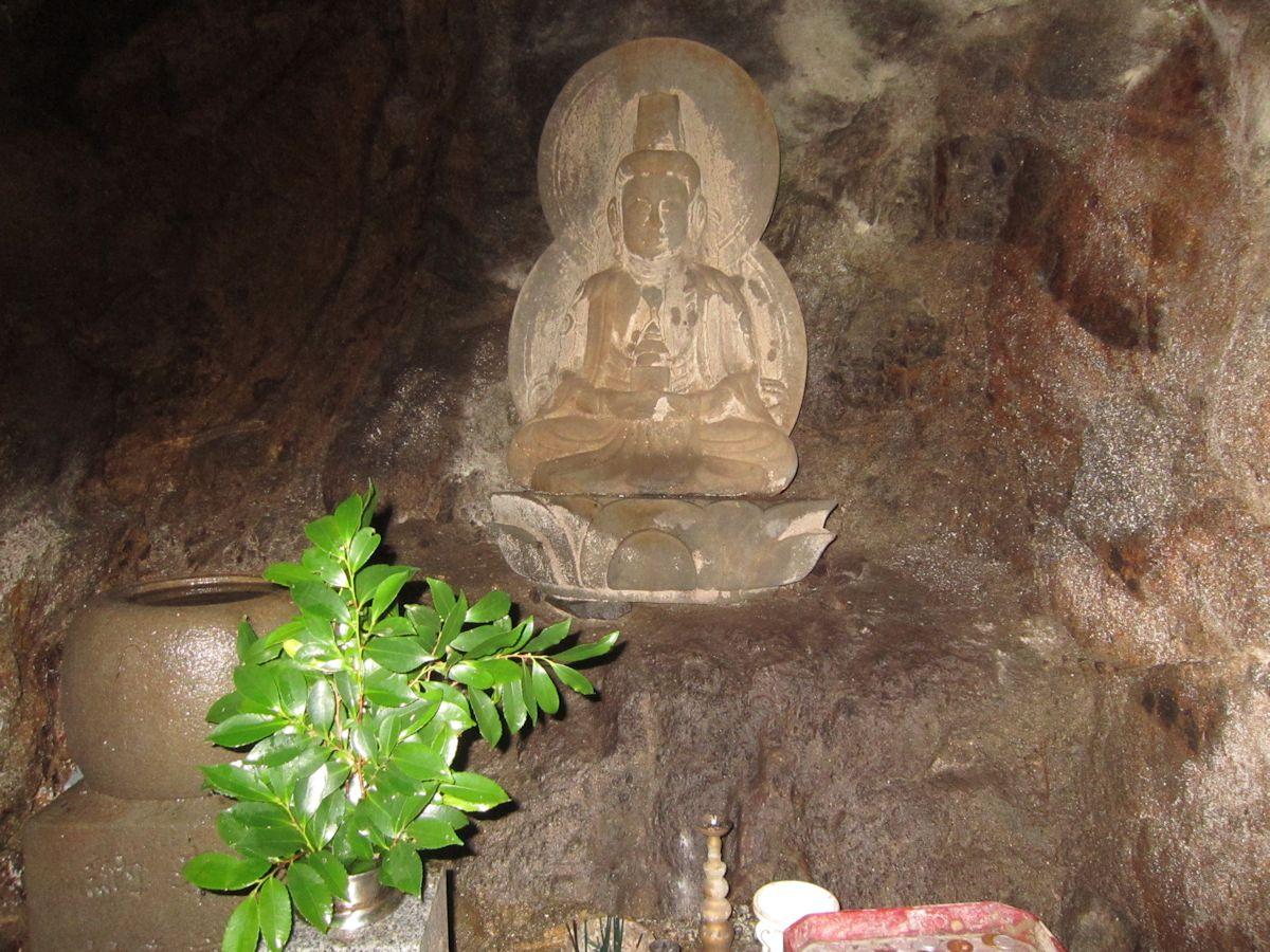 弥勒の窟の弥勒菩薩坐像