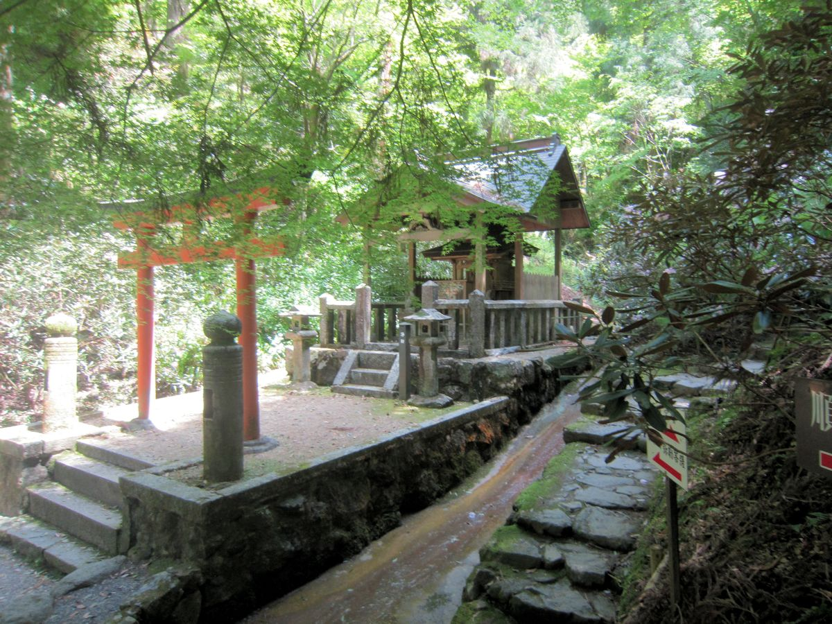 岡寺稲荷社