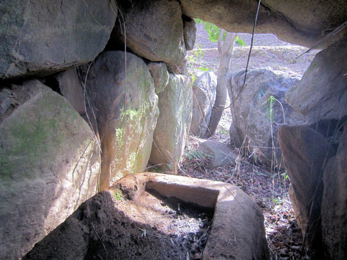 徳利塚古墳の横穴式石室・石棺