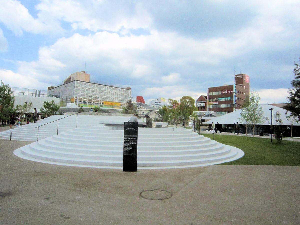 天理駅前コフフン広場