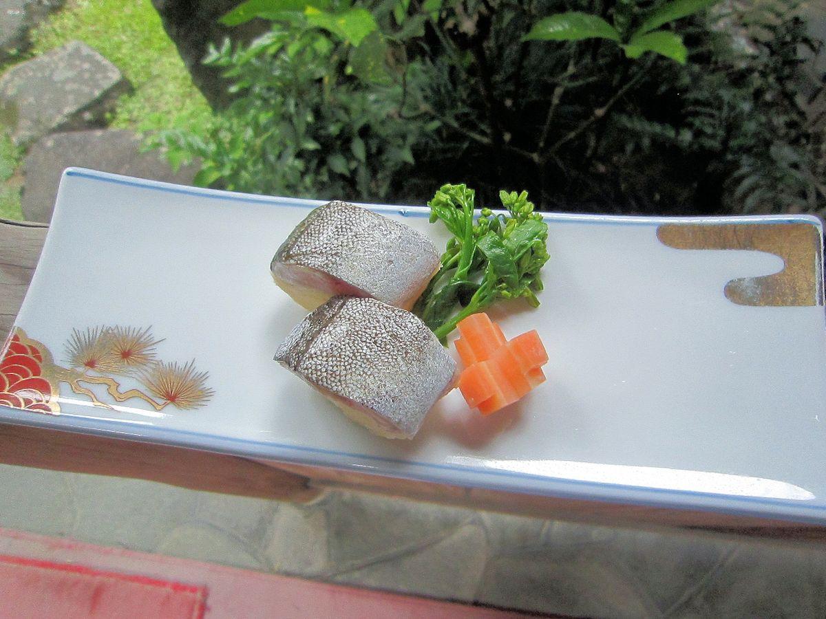アオミシマの大和芋寿司