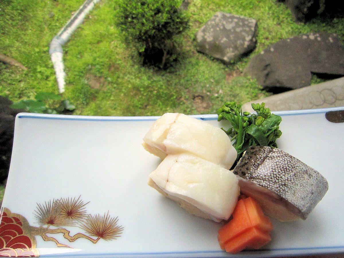 キアンコウの黄身寿司、アオミシマの大和芋寿司