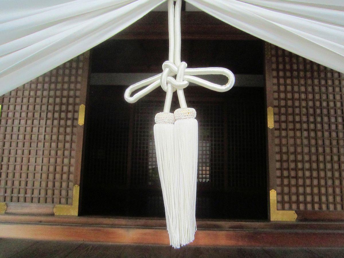 大神神社儀式殿の結び紐