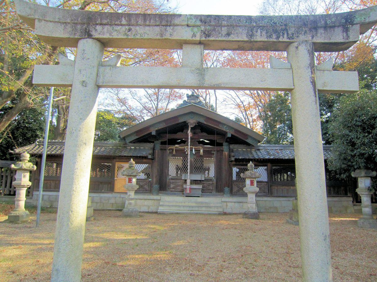 須賀神社鳥居と拝殿
