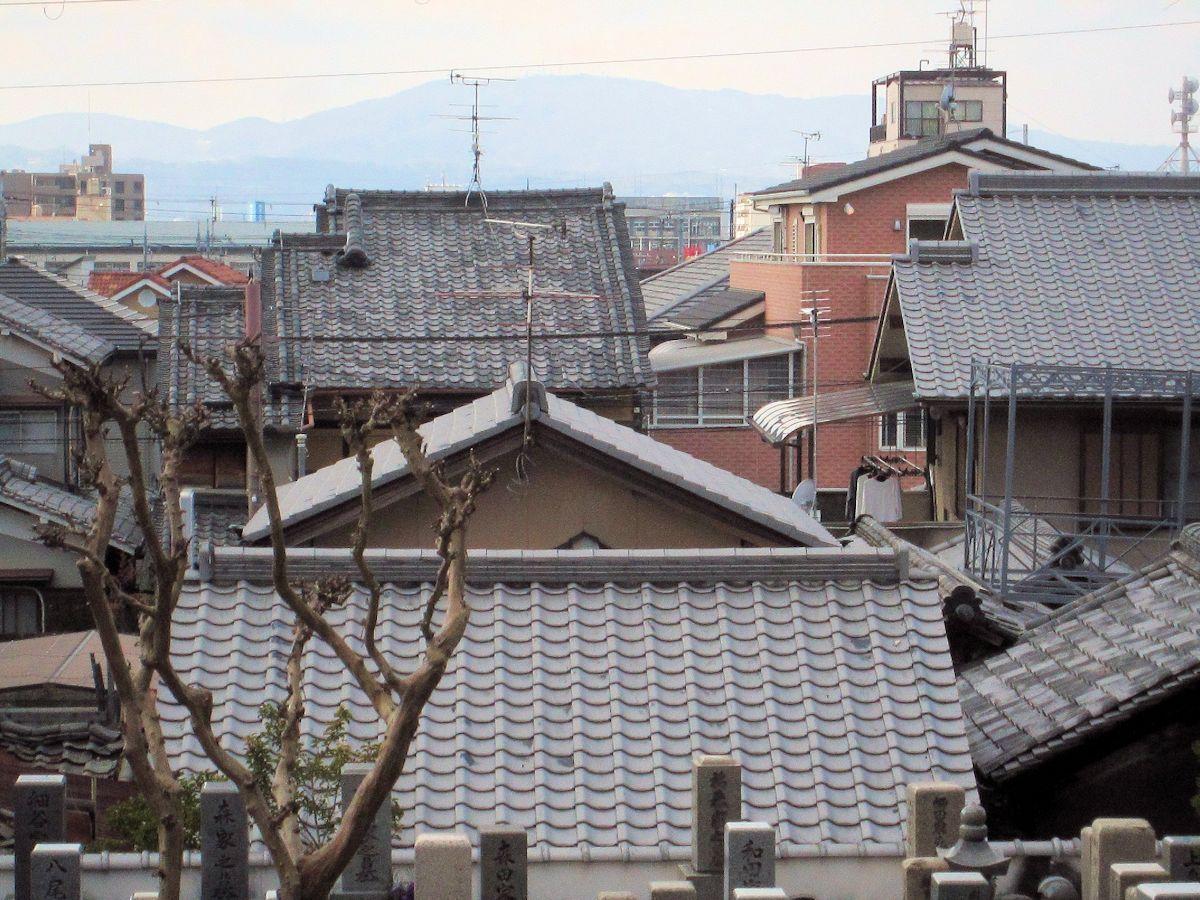 徳融寺から望む生駒山・暗峠