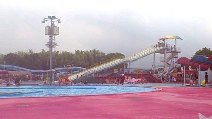 橿原市総合プールの直線スライダー