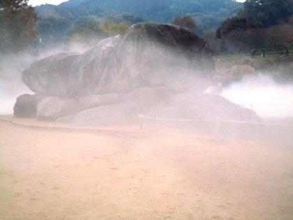 石舞台古墳霧の芸術